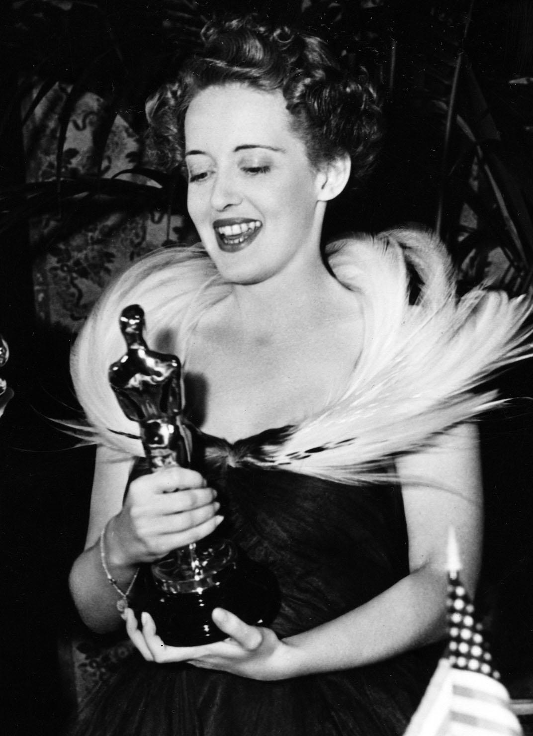 11_memorable_actress_bette_davis.jpg