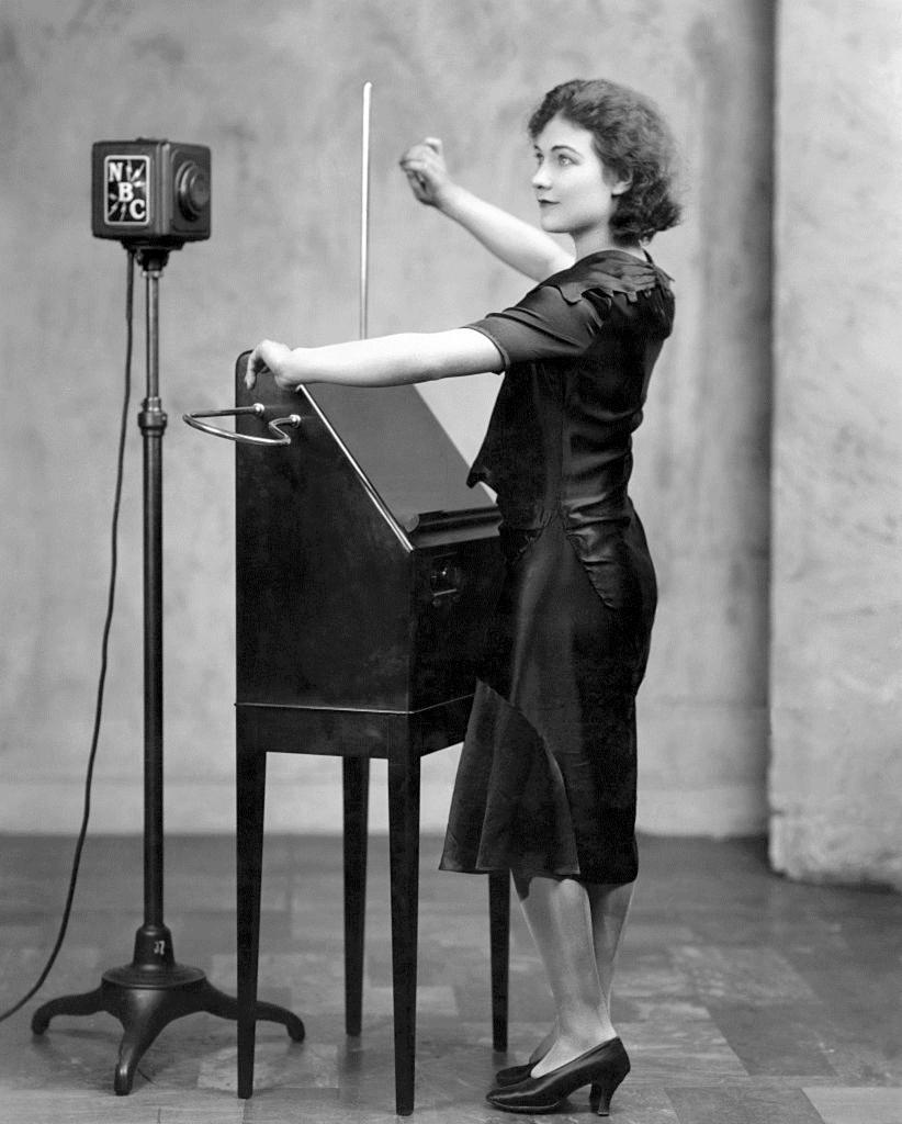 theramin-alexandra-stepanoff-1930.jpg