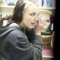 Britney Spears fésülködik