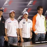Karlendítéssel üdvözöltek a német F1-esek