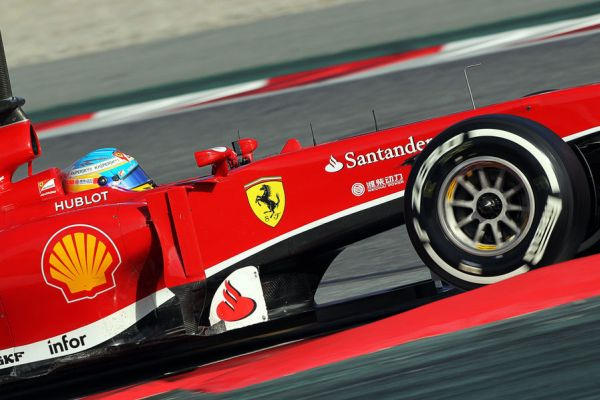 Alonso Ferrari action D82_r600.jpg
