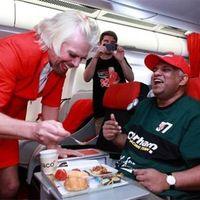Bukta a fogadást a Virgin-alapító Branson, légikisasszonynak állt