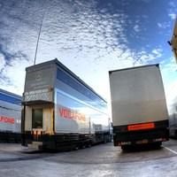 Szigorodhat az F1-es kamionok ellenőrzése: drogot találtak egy SBK-csapatnál!