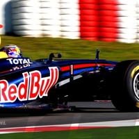 Vettel az élre szárnyalt Barcelonában (1. nap)