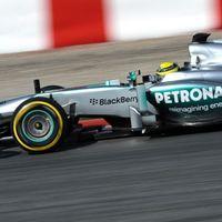 A Mercedes a csúcson hagyta abba Barcelonában