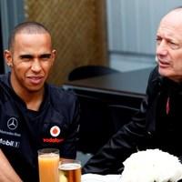 Hamilton és a Red Bull: Nem zörög a haraszt...