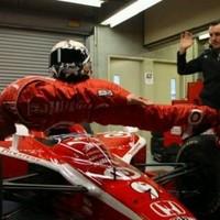 A nap képe: Lebeg az Indy-500-bajnok!