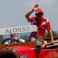 Alonso pert nyert egy rádió ellen