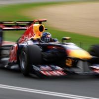 Vettel hatalmas idővel a pole-on Melbourne-ben