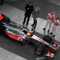 Utcára vitte az F1-et a McLaren Berlinben
