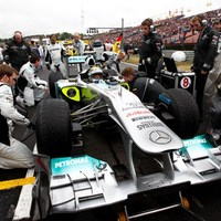 Costa és Willis a Mercedesnél folytatja
