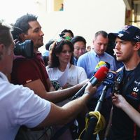 Hamiltoné a pole, Vettelt megbüntették Abu Dzabiban