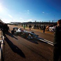 Vettel (Red Bull) az élen az első tesztnapon Valenciában