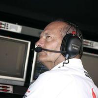 Mégsem menesztik Ron Dennist, a McLaren megvédte igazgatóját