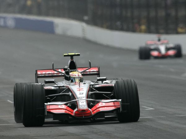 Hamilton_Alonso_Indy2007.jpg