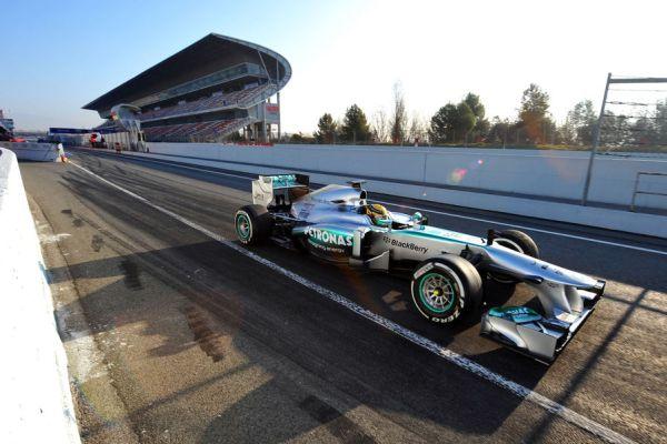 Hamilton Mercedes kihajt Barc_600.jpg