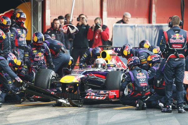 Red Bull pitstop2 Vettel Barc_600.jpg