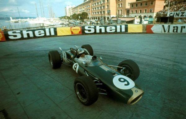 Hulme_Brabham-BT24_Monaco_1967.jpg