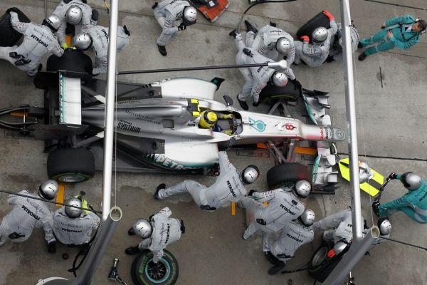 Mercedes pitstop MAL12_r600.jpg