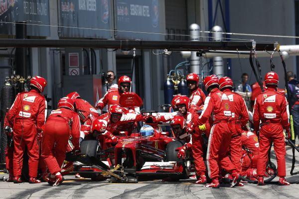 ALONSO2_Ferrari pitstop_r600.jpg