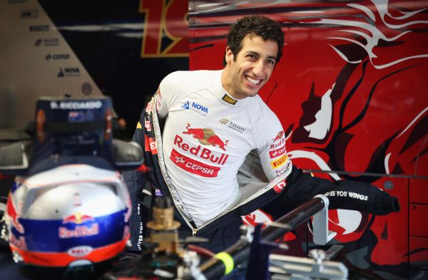 RICCIARDO dress-up HUN_r600.jpg