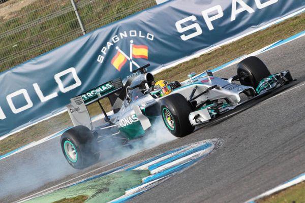 Mercedes W05 LH2 ontrack Jerez_r600.jpg