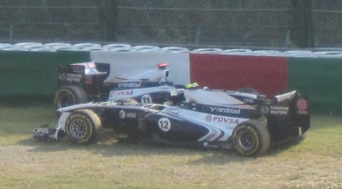 Barrichello és Maldonado a kavicságyban - Japán nagydíj 2. szabadedzés, 2011.
