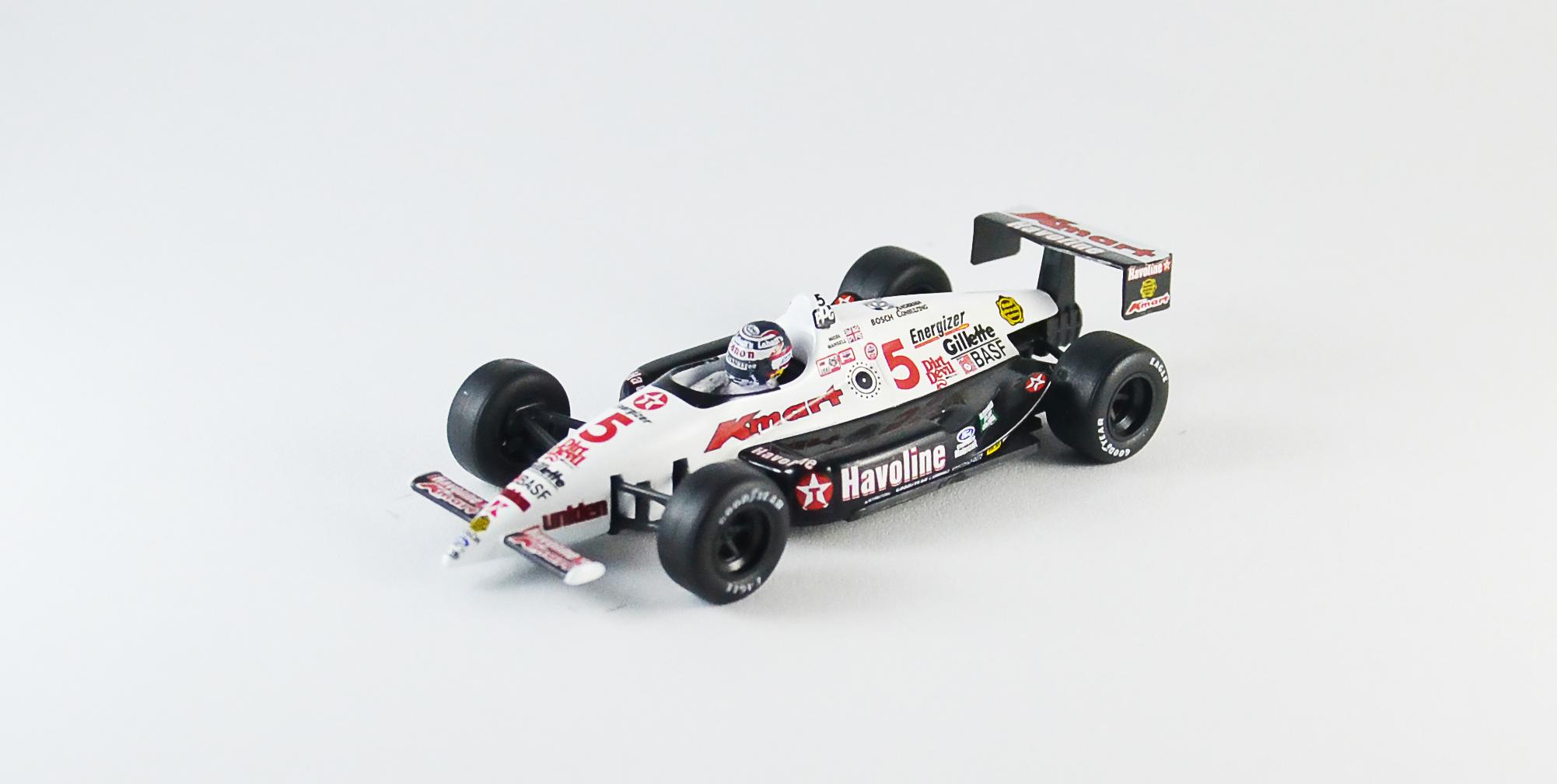 Mansell 1993-as IndyCar autója. Pilóta gyárilag nem jár bele és a visszapillantó tükrök is hiányoznak.