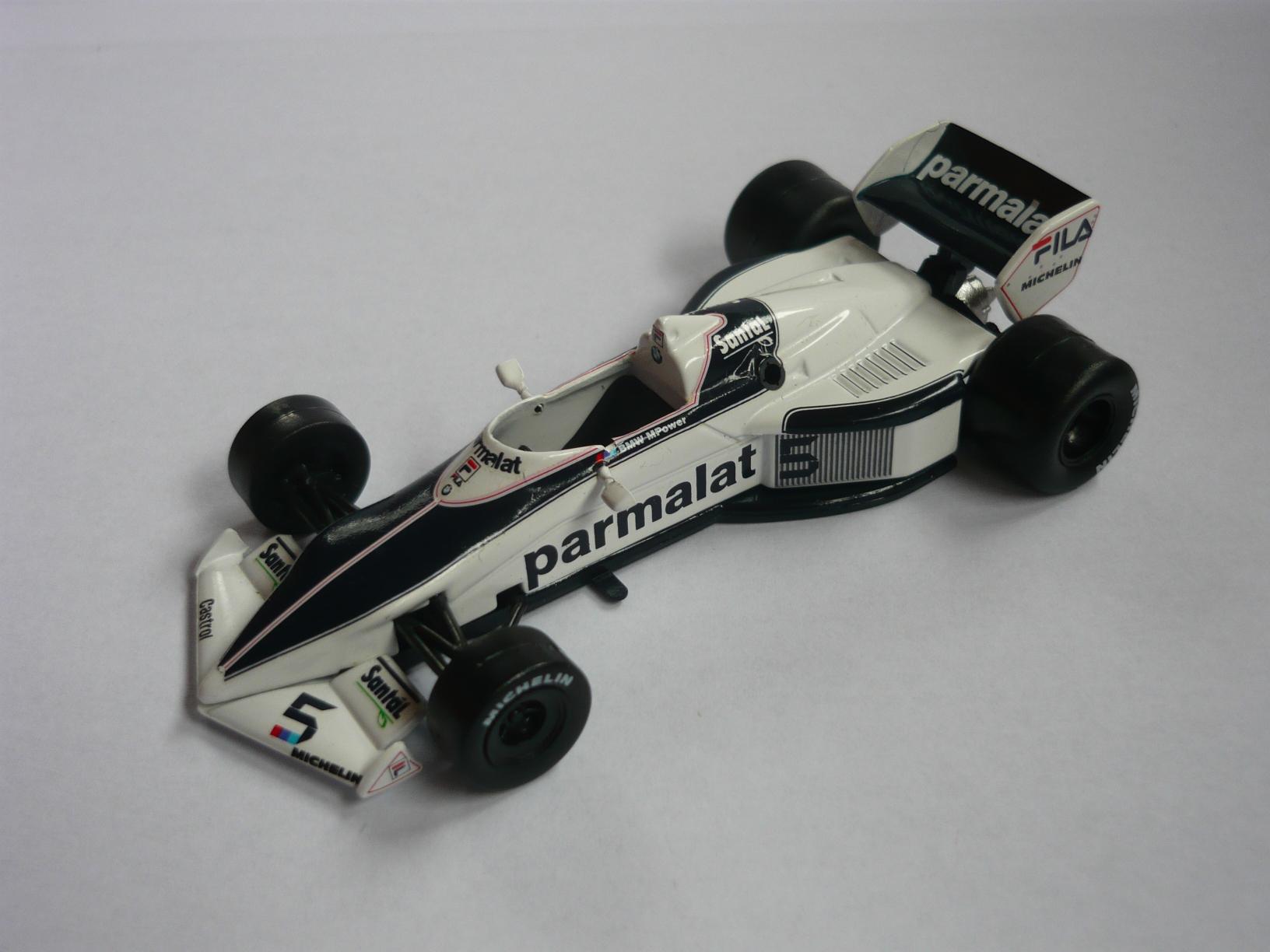 1983-as Brabham. Ennek viszont már van visszapillantó tükre, de abban nincs sok köszönet. Letörni pofonegyszerű őket, visszaragasztani már kevésbé...