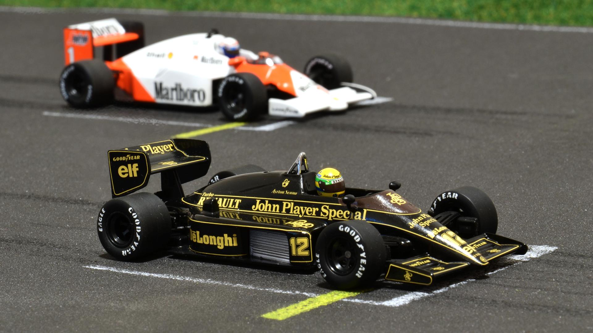 Lotus 98T és egy McLaren MP4/2C