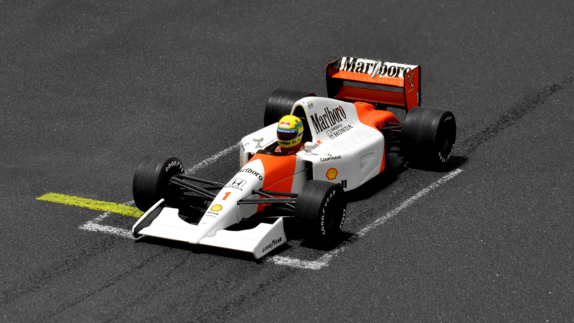Az utolsó egyes rajtszámú Senna-s McLaren.