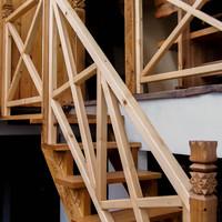 Tölgyfából készült teraszlépcső