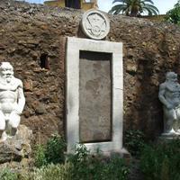 Az alkimista és a szűz: épületek Mephisto és Faust szolgálatában