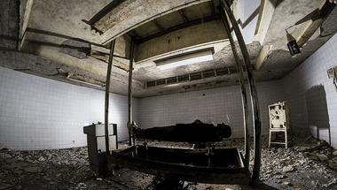 A komcsi múmia bunkermauzóleumának titkai