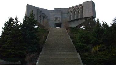 Titkos atombunker a szovjet emlékmű alatt
