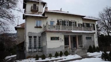 A szőke csoda és a szabadkőművesek: titkos múltú 100 éves házak Budán