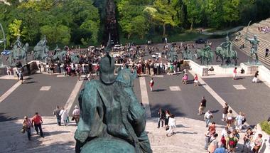 Gigantikus Attila szobor és a Koppány torony: turáni építészet Budapesten