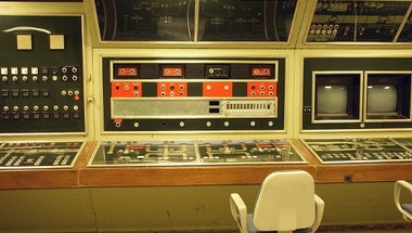 Üresen kong a világ legnagyobb atombiztos kormányóvóhelye