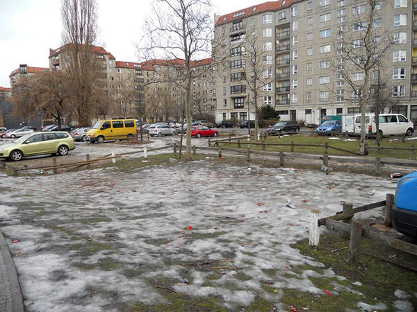5800518-hitler-s_bunker--_now_a_carpark-0.jpg