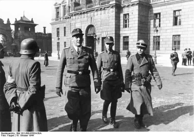Bundesarchiv_Bild_101I-680-8283A-30A,_Budapest,_Otto_Skorzeny,_Adrian_v__Fölkersam.jpg