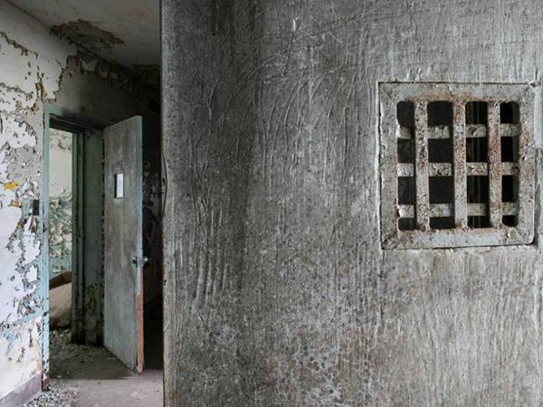 asylum8.jpg