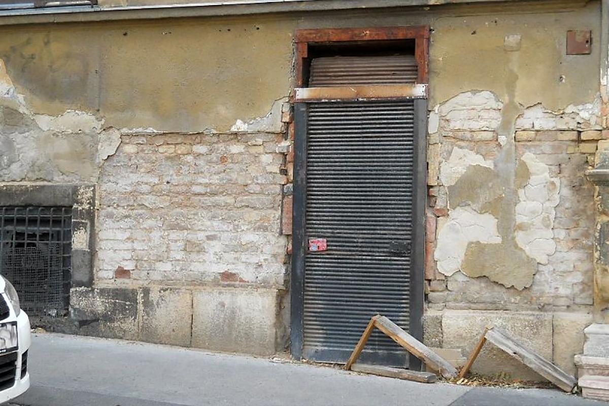 A borozó bejárata 2013-ban (Fotó: Balogh Béla/inaplo.hu/Iittivott)