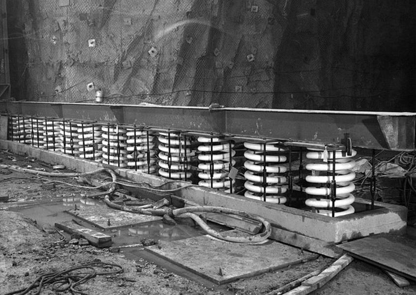 Épül a komplexum (Fotó: Wikimedia.com, Wikipedia.com és Foxnews.com )