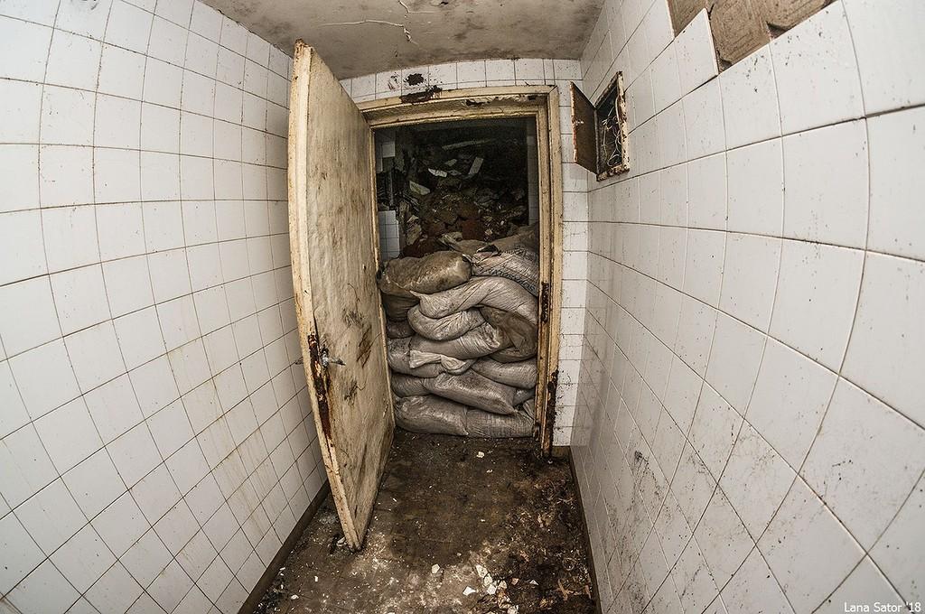 A sitt további betörését homokzsákokkal próbálják megakadályozni. (Fotó: lana-sator.livejournal.com)