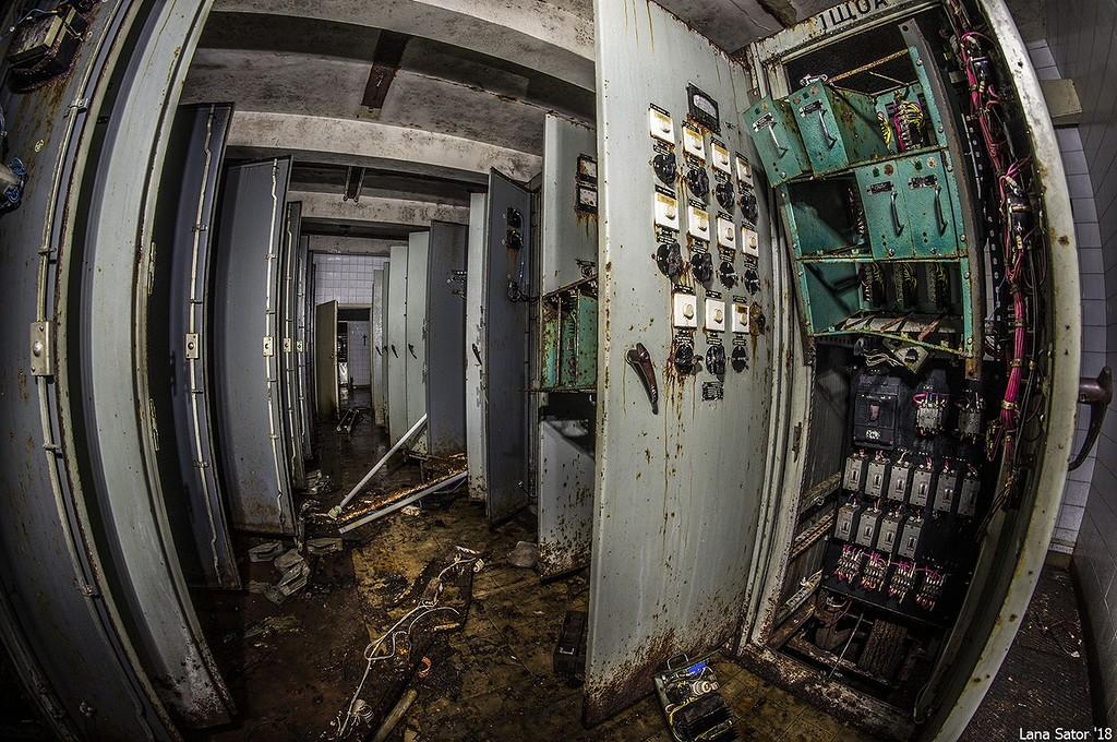 Energia és áram, csoda, hogy nem atommeghajtású lett a mauzóleum. (Fotó: lana-sator.livejournal.com)