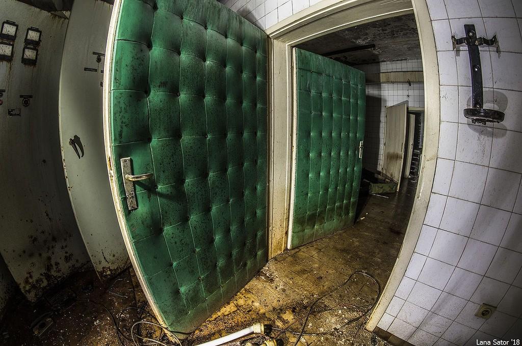 Hangszigetelt ajtók. Ki a fene hangoskodhatott? A múmia? (Fotó: lana-sator.livejournal.com)