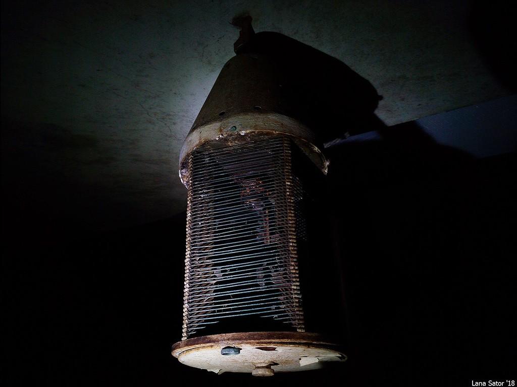 Szerintem ez egy elektromos légyfogó. Más ötlet? (Fotó: lana-sator.livejournal.com)