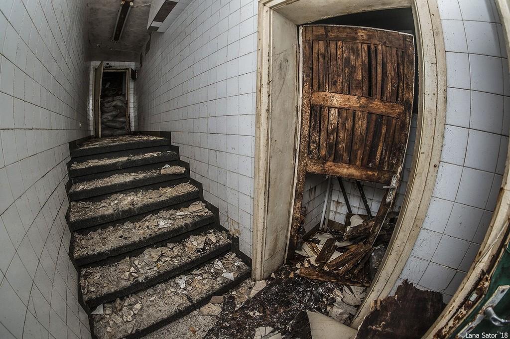 Földalatti kereszteződés. A baloldali folyosó a mauzóleum központi csarnokába, a jobboldali a pártházba vezetett. (Fotó: lana-sator.livejournal.com)