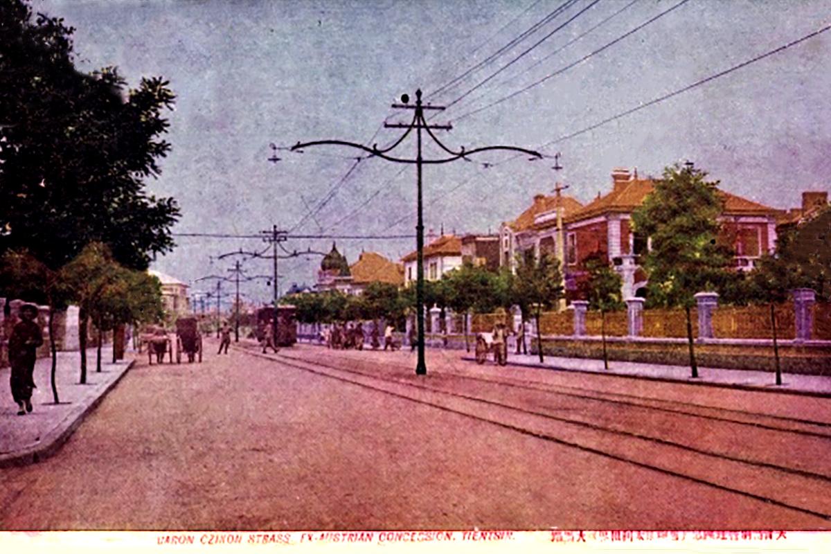 Majd amikor 1908-ban átnevezték Czikann Móric báró utcára, a gazdasági épületek helyére villák épültek. (Tulajdonos: Falanszter.blog.hu)