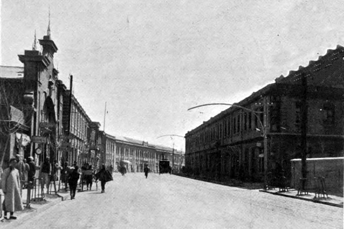A Ferenc József utcát eleinte raktárak szegélyezték  (Tulajdonos: Falanszter.blog.hu)
